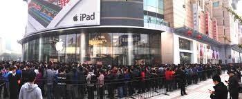 Prime file fuori dai negozi per il nuovo iPhone